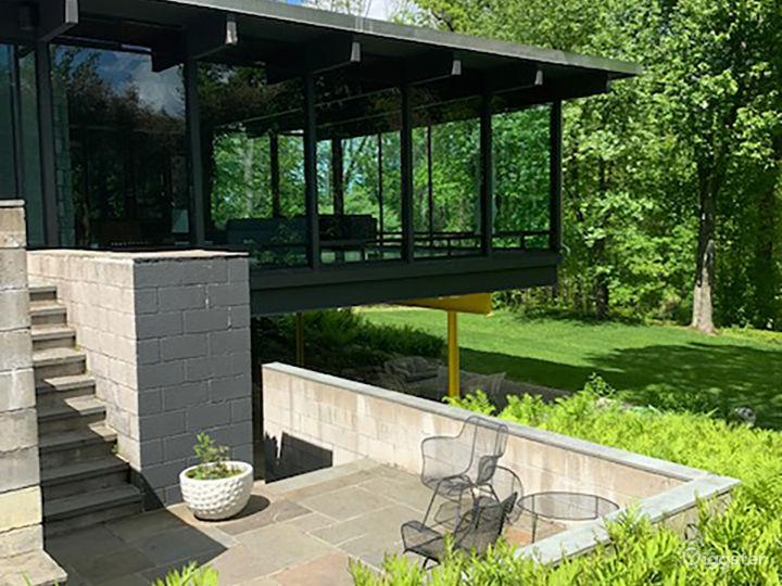 Modern suburban home: Location 5227 Photo 4