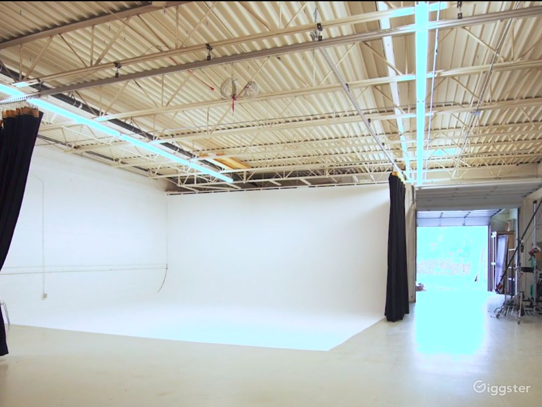 Contemporary Photo Studio in Minneapolis Photo 1
