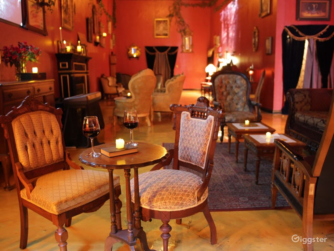 Spacious Old-World Victorian space in DLTA Photo 3