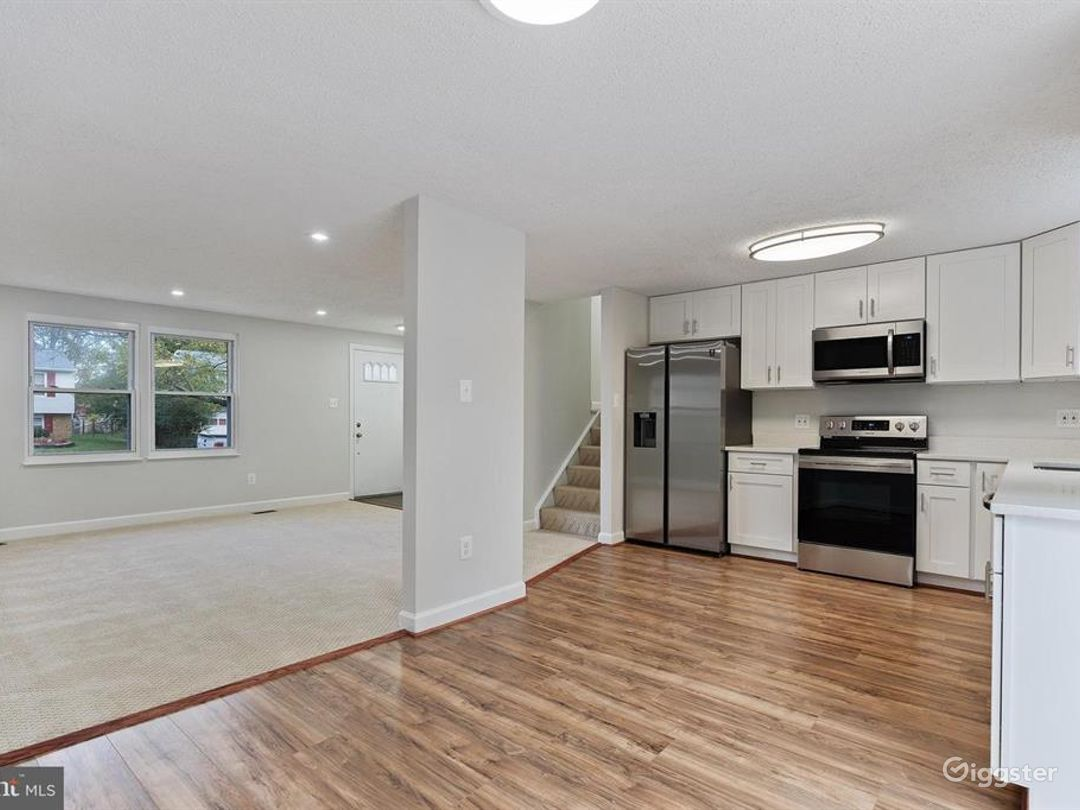 Minimalist middle-class home in quiet area Photo 1