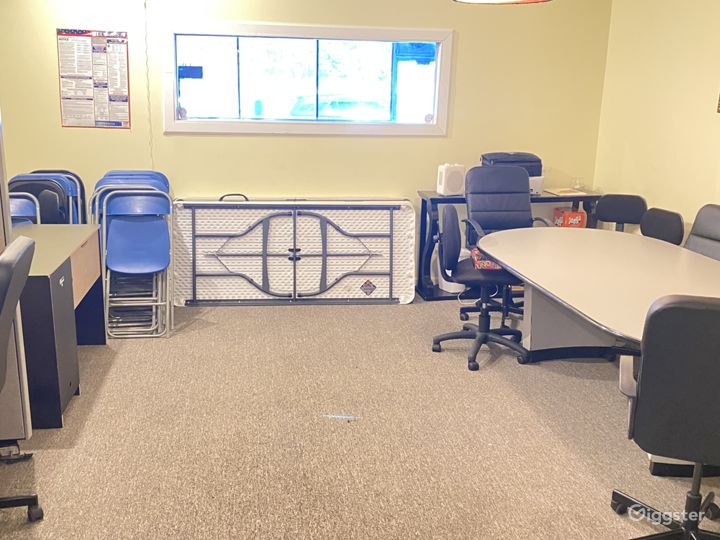 Conference room ideal for meetings and small gatherings.