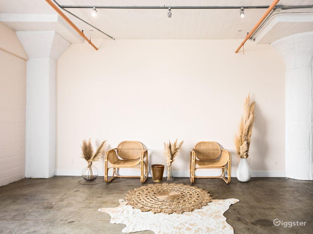 Arts District Bright Neutral Studio Photo 3