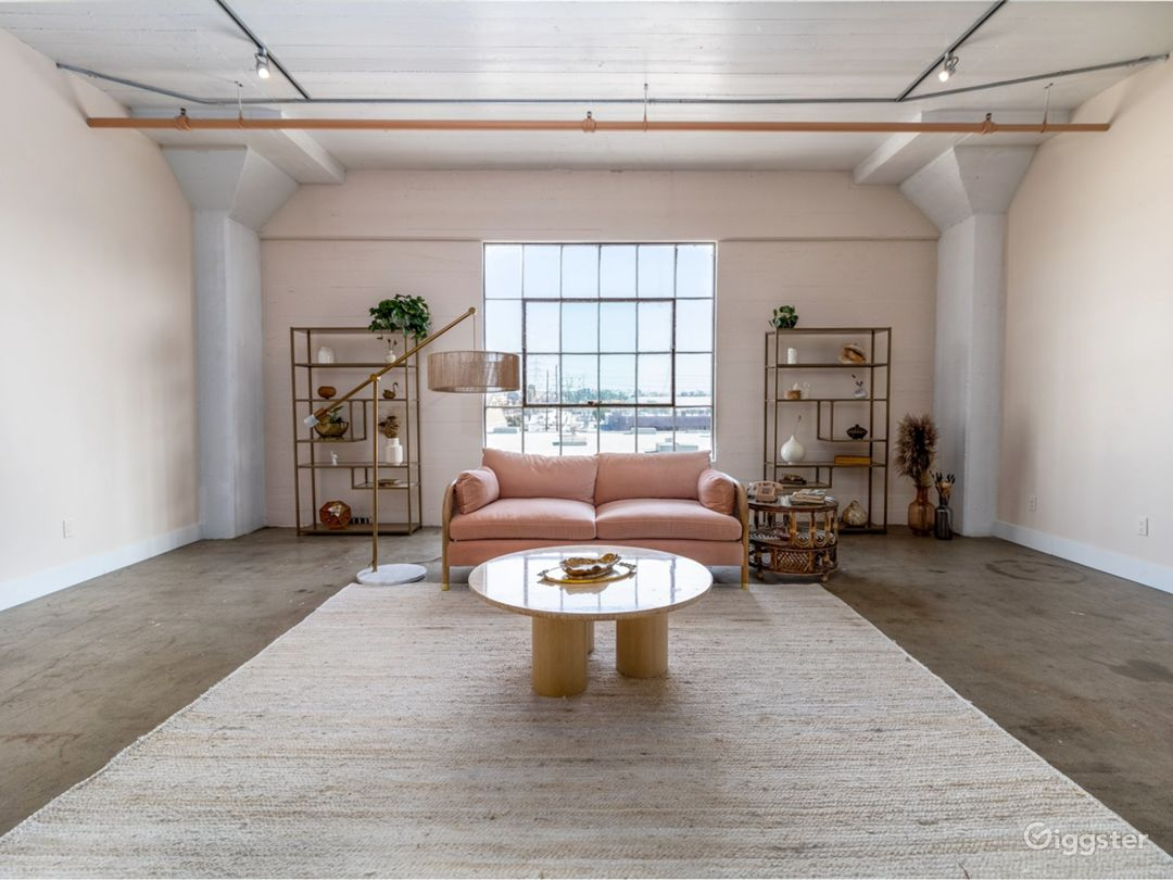 Arts District Bright Neutral Studio Photo 5