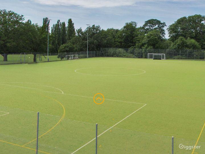 Beautiful Sports field in London Photo 3