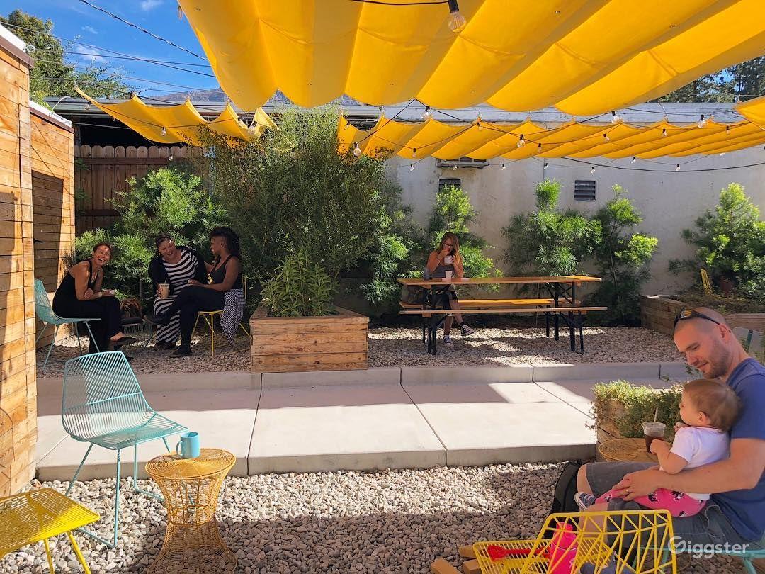 Cafe de Leche patio