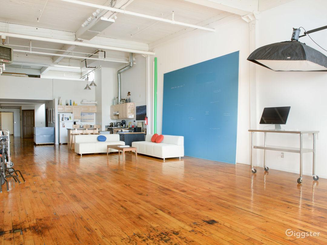 Daylight Loft Studio with Stunning City View Photo 1