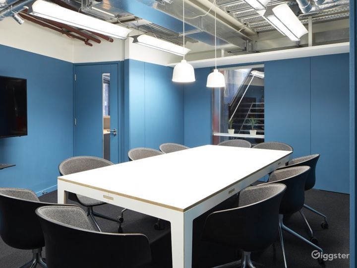 Professional and Creative Board Room for Meetings Photo 3