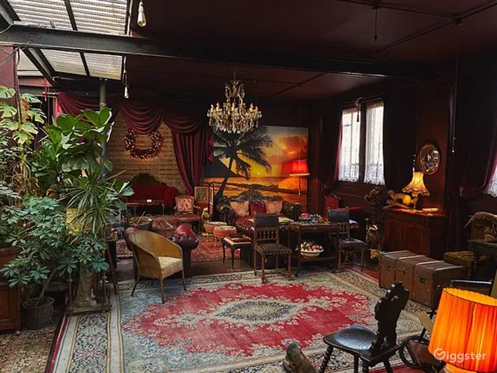 Spacious Space with Antique Furnishings in London Photo 4