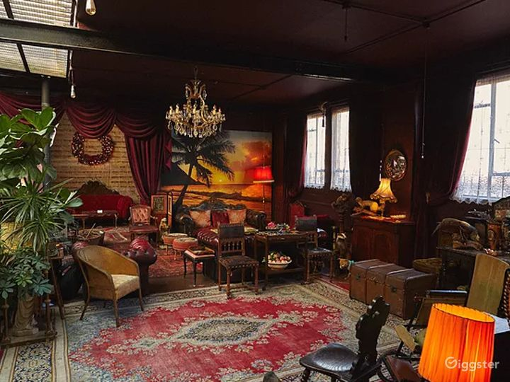 Spacious Space with Antique Furnishings in London Photo 5