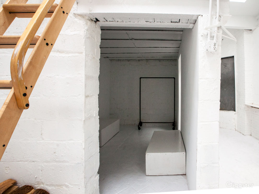 GHOST WHITE GALLERY SPACE WITH SKYLIGHTS Photo 2