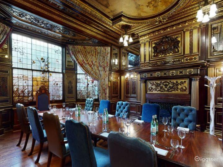 19th Century Vanderbilt Room in Cromwell Road, London Photo 3