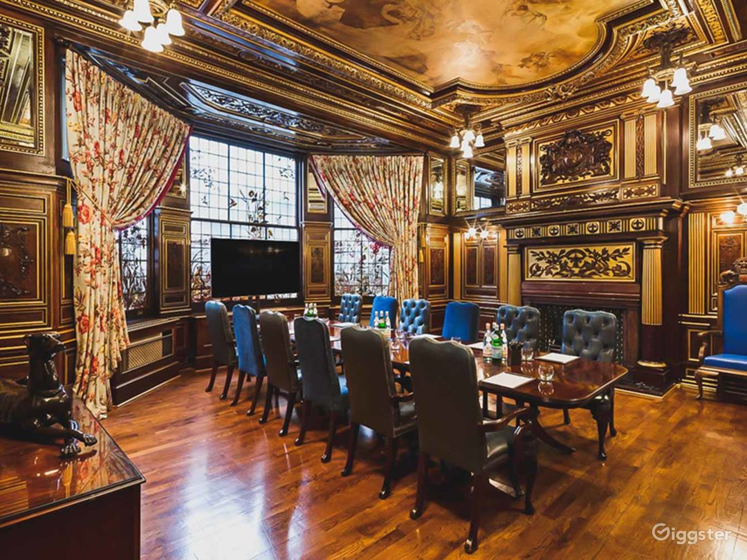 19th Century Vanderbilt Room in Cromwell Road, London Photo 1
