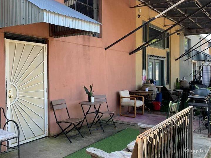 Eclectic Artistic Loft w/ small backyard Photo 3