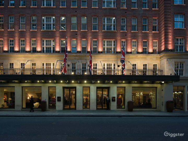 The Glowing Atrium in Mayfair, London Photo 3