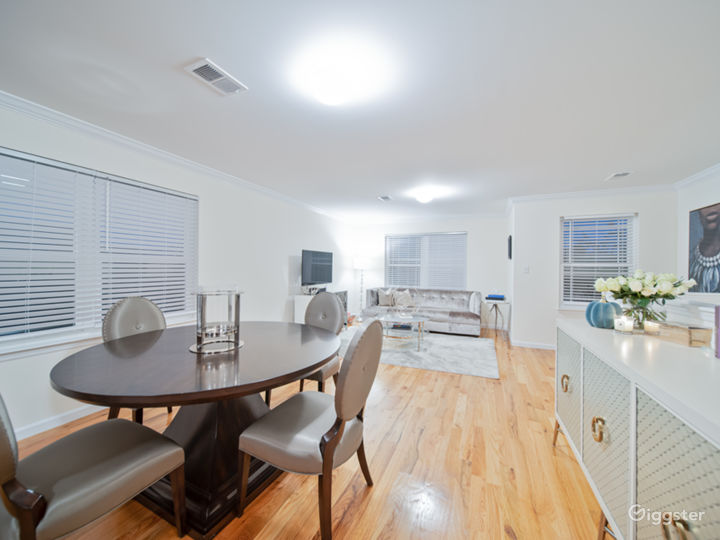 Chicly appointed open floor plan in North Jersey Photo 2