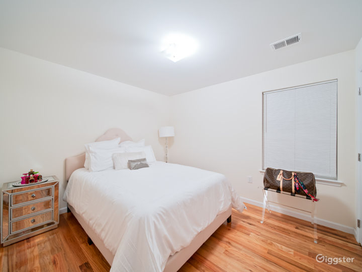 Chicly appointed open floor plan in North Jersey Photo 5