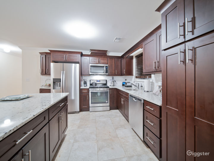 Chicly appointed open floor plan in North Jersey Photo 3
