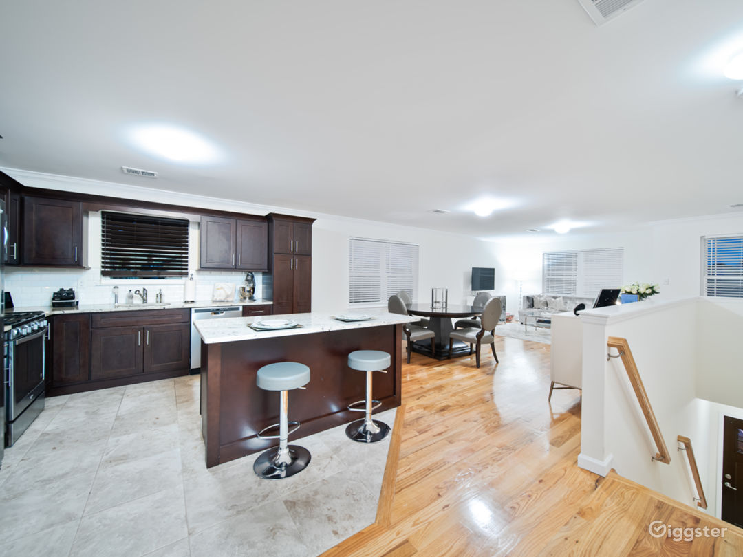 Chicly appointed open floor plan in North Jersey Photo 1