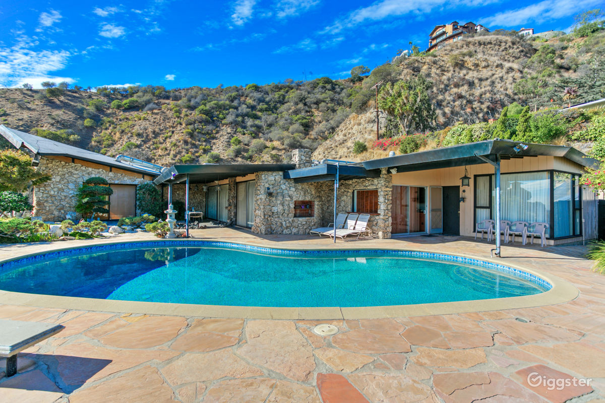 rent retro sky house residential for film photoshoot in los