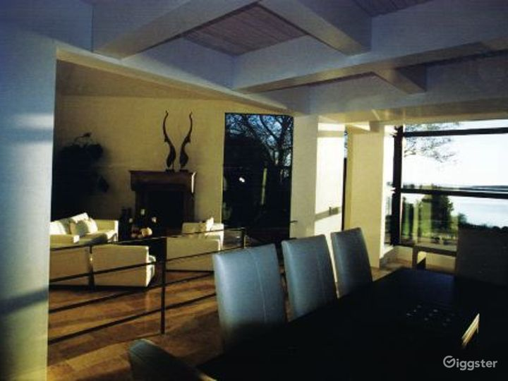 Contemporary waterfront home: Location 3335 Photo 5