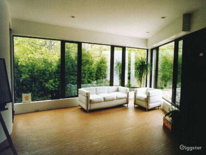 Contemporary waterfront home: Location 3335 Photo 4