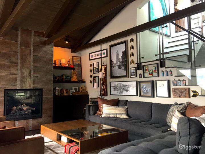 Organic Modern Reservoir-Front Home in LA Photo 3