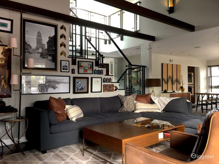 Organic Modern Reservoir-Front Home in LA Photo 2
