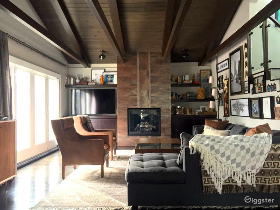 Organic Modern Reservoir-Front Home in LA Photo 1