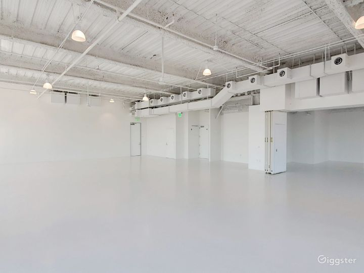 South Facing Studio C, with Flawless Views of the Iconic downtown Los Angeles Skyscrapers  Photo 5