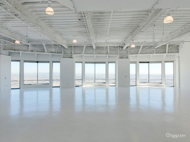 South Facing Studio C, with Flawless Views of the Iconic downtown Los Angeles Skyscrapers  Photo 2