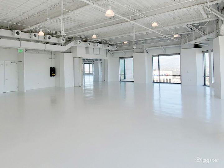 South Facing Studio C, with Flawless Views of the Iconic downtown Los Angeles Skyscrapers  Photo 4