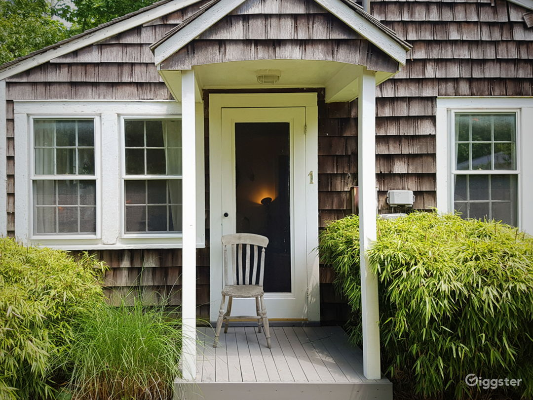 Classic Hamptons cedar cottage by the bay Photo 2