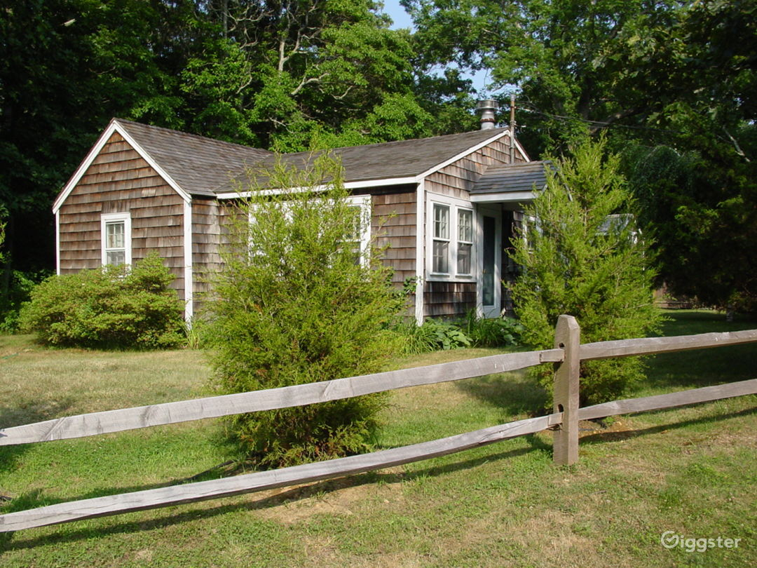 Classic Hamptons cedar cottage by the bay Photo 1