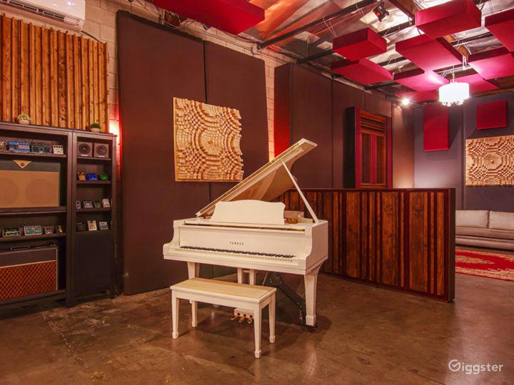 Luxury Sound Stage / Recording Studio Photo 3