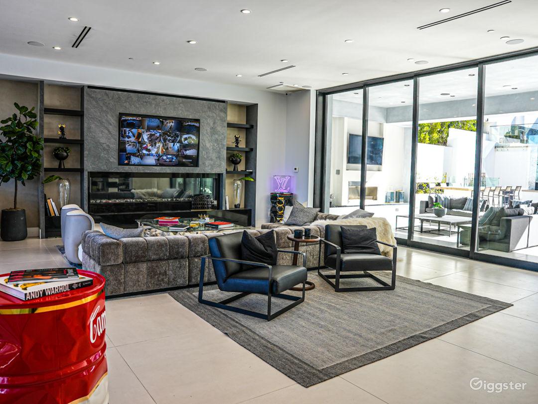 Modern Luxury Mansion Photo 1