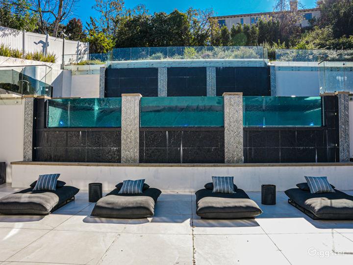 Modern Luxury Mansion Photo 2