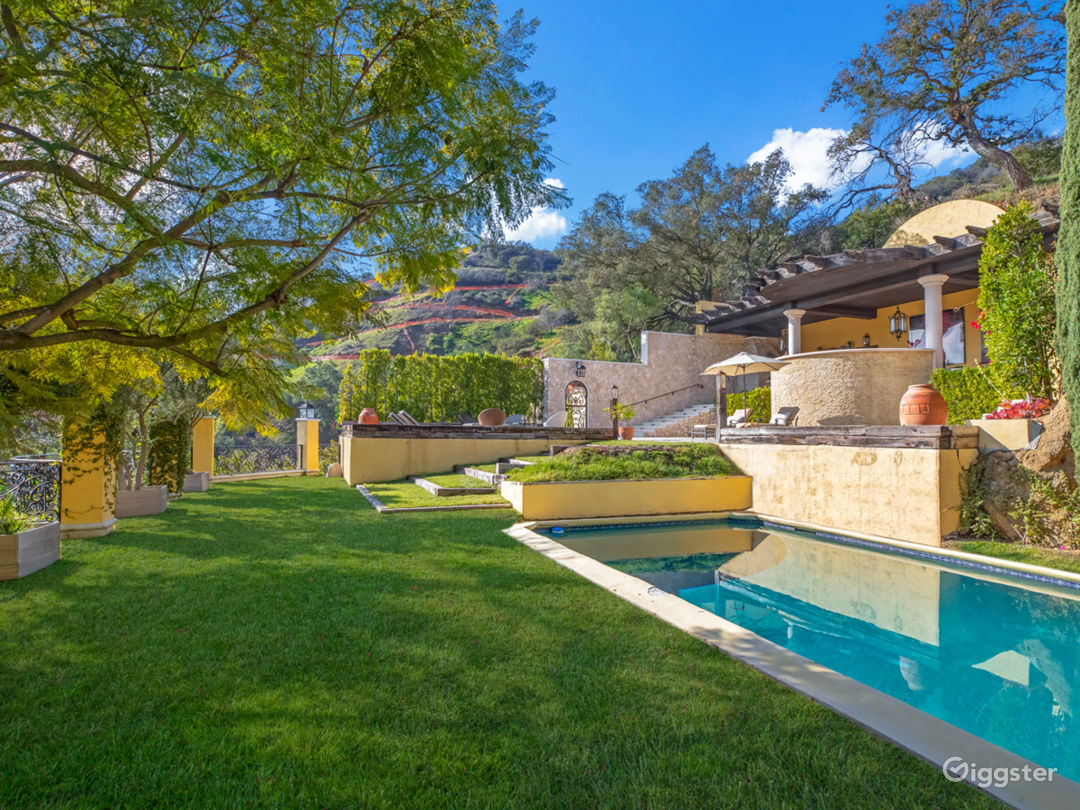 Tuscan Villa in Beverly Hills with Canyon Views Photo 2