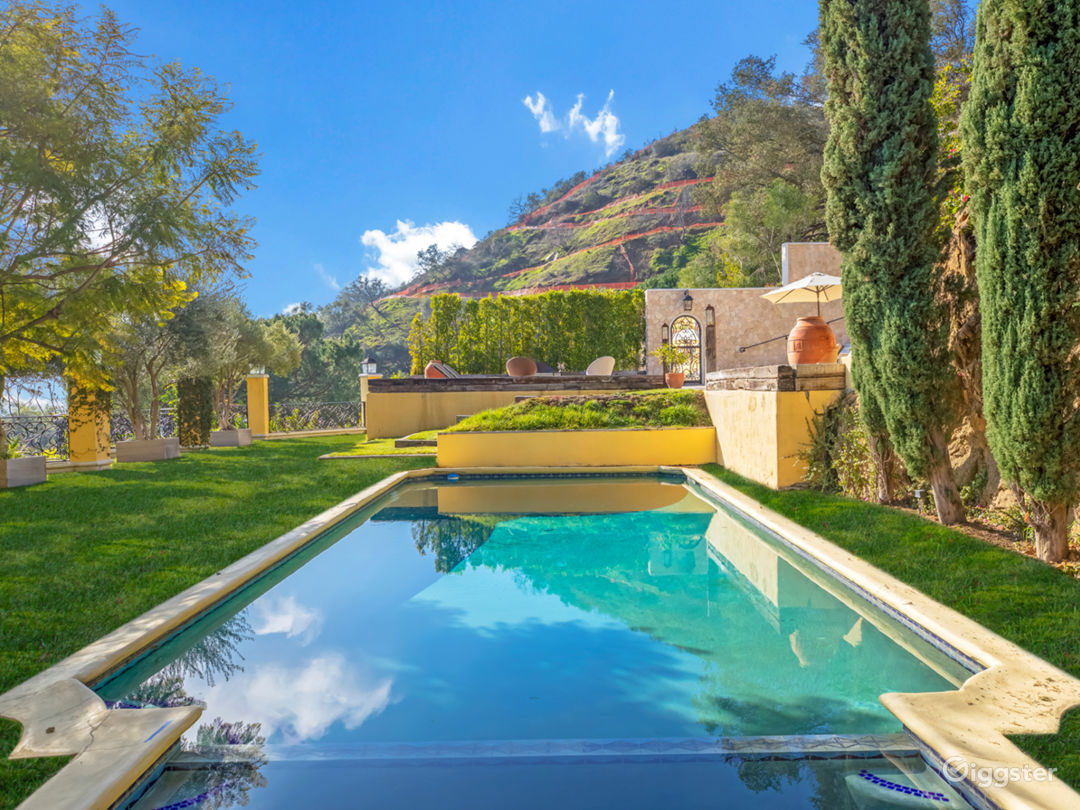 Tuscan Villa in Beverly Hills with Canyon Views Photo 1