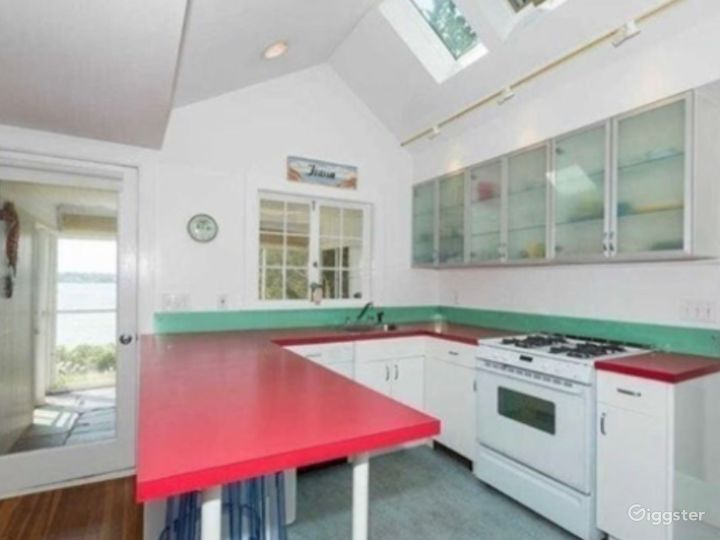 Old beach cottage in Hamptons directly on bay.  Photo 5