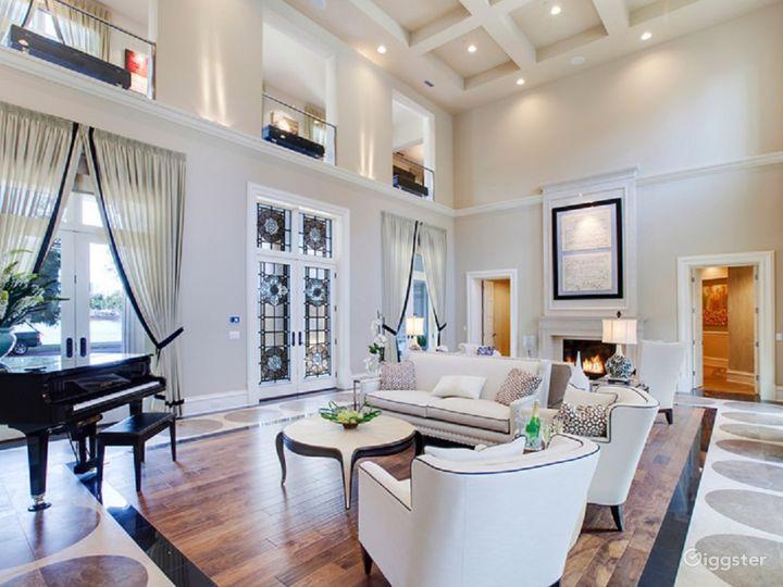 Formal exterior / Huge rooms & High Ceilings  Photo 5