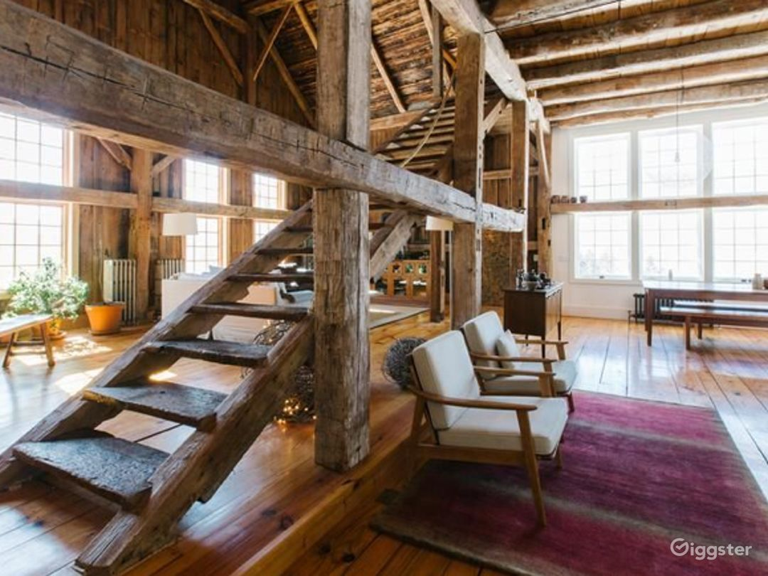 Converted barn style country home: Location 5072 Photo 1