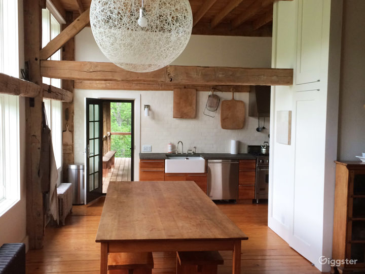Converted barn style country home: Location 5072 Photo 3