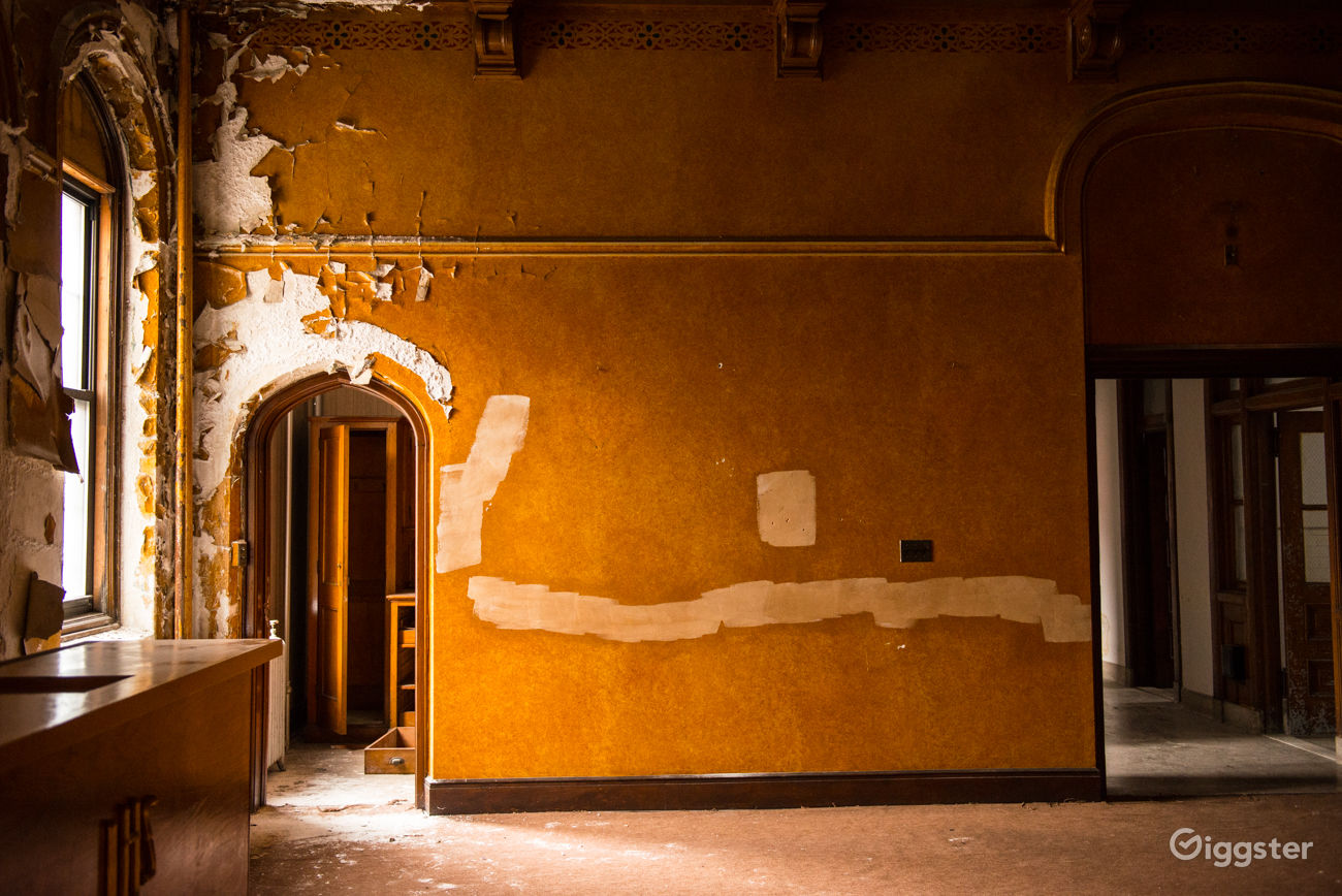 Vacant Mansion with Dilapidating Walls in Kings County New York Rental