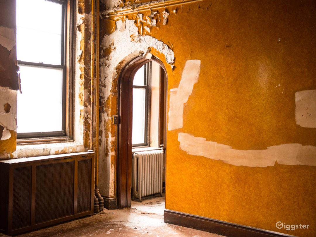 Vacant Mansion Photo 4
