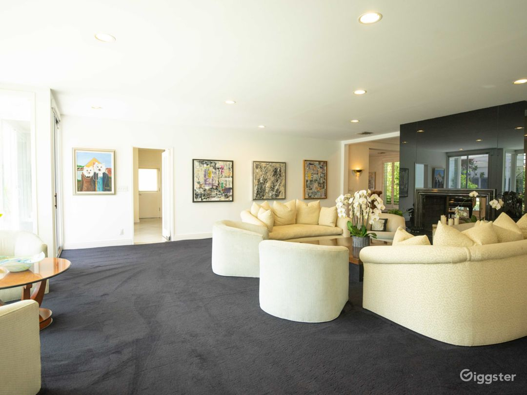 Beautiful Light Mansion in Beverly Hills Photo 2