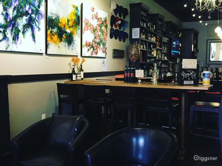 A Quiet Wine and Dine Bar in California  Photo 2