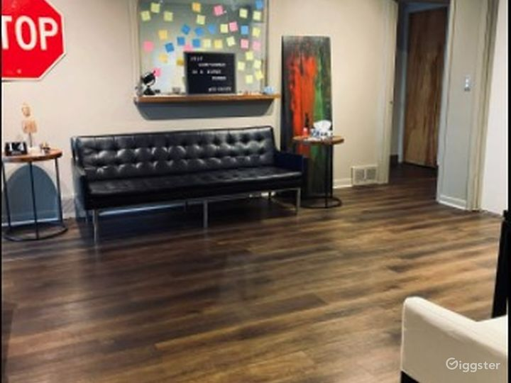 Intimate - Business Lounge - Meeting Space - Eastpointe MI Photo 2
