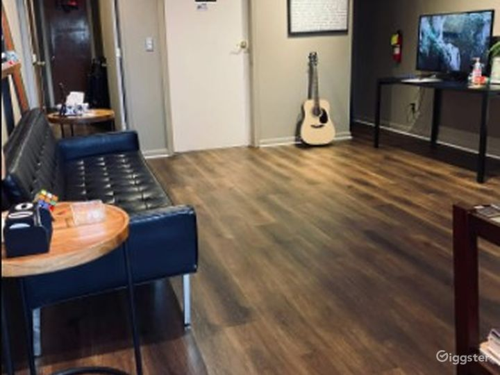 Intimate - Business Lounge - Meeting Space - Eastpointe MI Photo 3