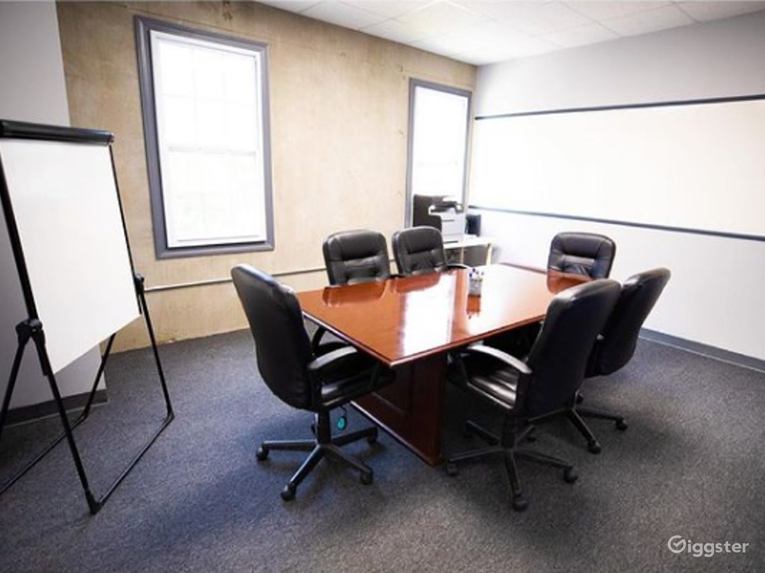 Cozy Conference Room for 6-8 People  Photo 1