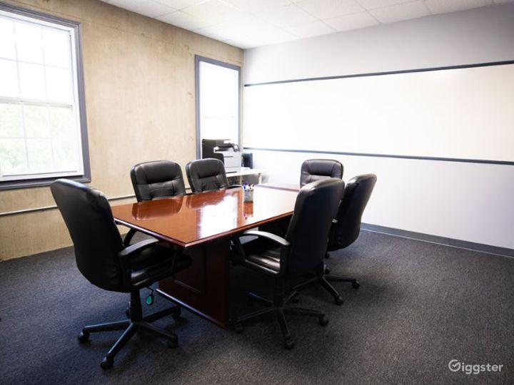 Cozy Conference Room for 6-8 People  Photo 4